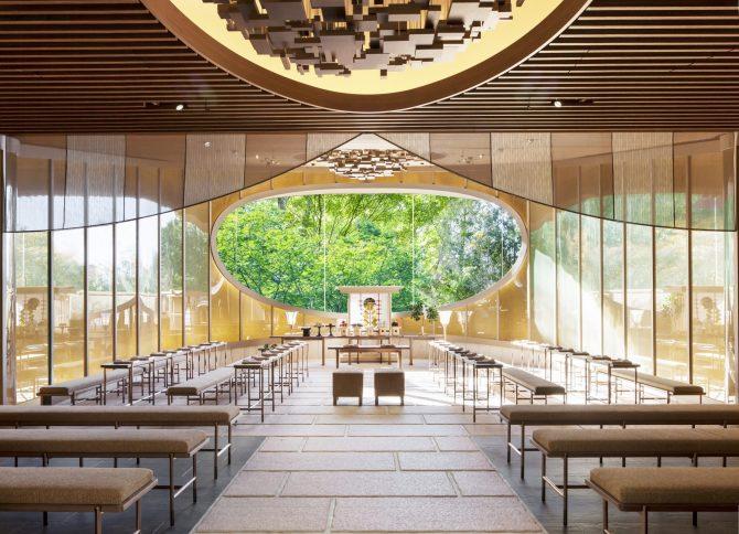庭園の景色をのぞむ、ホテル椿山荘東京の庭園内神殿「杜乃宮」